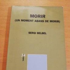 Libros de segunda mano: MORIR (UN MOMENT ABANS DE MORIR) SERGI BELBEL. Lote 195511745
