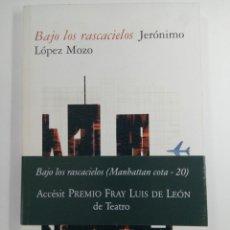 Libros de segunda mano: BAJO LOS RASCACIELOS - JERÓNIMO LÓPEZ MOZO - JUNTA DE CASTILLA Y LEÓN. Lote 229195145