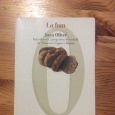 Libros de segunda mano: LA FAM JOAN OLIVER PROA TEATRE TEATRO CATALÀ GUERRA CIVIL 200GR. Lote 240041270