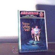 Libros de segunda mano: ALFRED HITCHCOCK- Y LOS TRES INVESTIGADORES-MISTERIO DE LA ARAÑA DE PLATA -ROBERT ARTHUR;MOLINO 1985. Lote 13416306