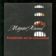 Libros de segunda mano: ASESINATO EN LA OSCURIDAD. MARGARET ATWOOD. 2005.. Lote 20945427
