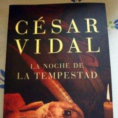 Libros de segunda mano: LIBRO DE CESAR VIDAL, LA NOCHE DE LA TEMPESTAD, BEST SELLER 2008 DEBOLS!LLO 562-7. Lote 31904349