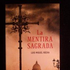 Libros de segunda mano: LA MENTIRA SAGRADA. LUIS MIGUEL ROCHA. ED. SUMA. 2013 393 PAG. Lote 37931870
