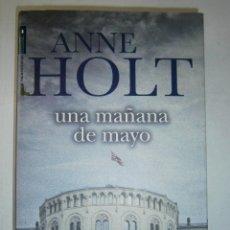 Libros de segunda mano: UNA MAÑANA DE MAYO ANNE HOLT ROCA 1 EDICION 2009. Lote 47071076