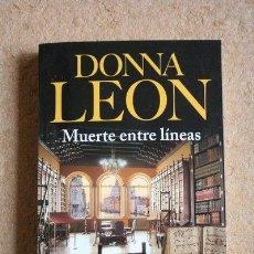 Libros de segunda mano: MUERTE ENTRE LÍNEAS. DONNA LEÓN. SEIX BARRAL, 2014.. Lote 48903014