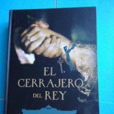 Libros de segunda mano: LIBRO. EL CERRAJERO DEL REY, DE MARÍA JOSÉ RUBIO. ED. LA ESFERA DEL LIBRO,2012.. Lote 50145521