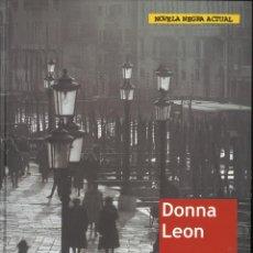 Libros de segunda mano: VESTIDO PARA LA MUERTE. DONNA LEON. Lote 50358981