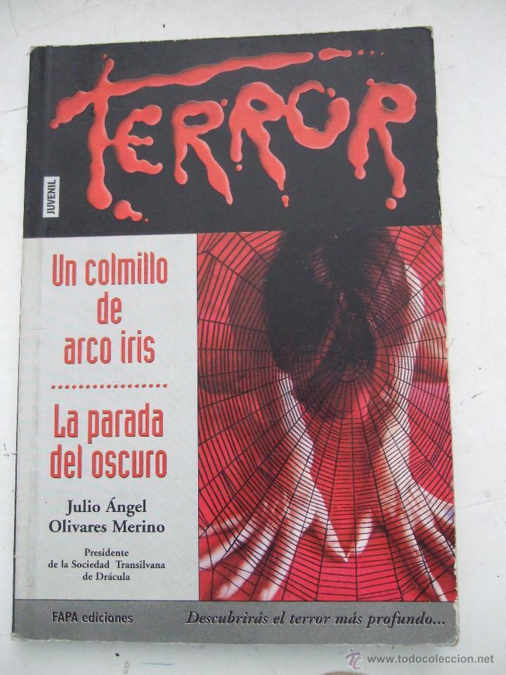 UN COLMILLO DE ARCO IRIS - LA PARADA DEL OSCURO - JULIO ANGEL OLIVARES MERINO - FAPA - 106 PAGINAS (Libros de segunda mano (posteriores a 1936) - Literatura - Narrativa - Terror, Misterio y Policíaco)