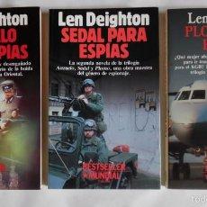Libros de segunda mano: DEIGHTON. LA TRILOGÍA: ANZUELO, SEDAL Y PLOMO PARA ESPÍAS. LEN DEIGHTON. CLAVES SECRETAS DEL MUNDO. Lote 58222346