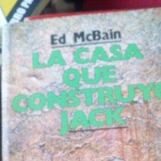 Libri di seconda mano: NOVELA POLICIACA EDICIONES B - LA CASA QUE CONSTRUYÓ JACK DE ED MCBAIN. Lote 89567764