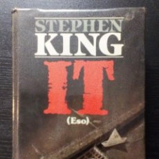 Libros de segunda mano: IT. STEPHEN KING. PLAZA & JANÉS. 1ª PRIMERA EDICIÓN. 1987. TAPA DURA CON SOBRECUBIERTA. FORRADO. Lote 98386140