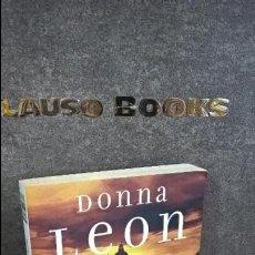 Libros de segunda mano: VESTIDO PARA LA MUERTE. DONNA LEON. . Lote 108811631