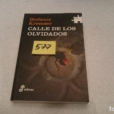 Libros de segunda mano: CALLE DE LOS OLVIDADOS STEFANIE KREMSER ED. EDHASA 577. Lote 110876083