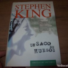 Libros de segunda mano: UN SACO DE HUESOS. STEPHEN KING. CÍRCULO DE LECTORES. 1999. SOBRECUBIERTA : ERICH HOBBING.. Lote 125351271