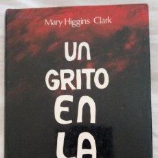 Libros de segunda mano: UN GRITO EN LA NOCHE - MARY HIGGINS CLARK . Lote 128321455