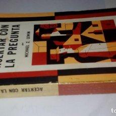Libros de segunda mano: ACERTAR CON LA PREGUNTA/MICHAEL Z LEWIN-SEPTIMO CIRCULO-EMECE-YO6. Lote 131027144