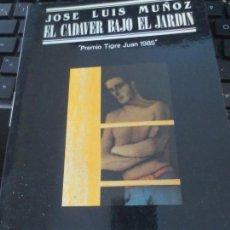 Libros de segunda mano: EL CADAVER BAJO EL JARDIN JOSÉ LUIS MUÑOZ EDIT JÚCAR 1ª EDICIÓN 1987. Lote 134018110