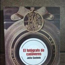 Libros de segunda mano: EL FOTOGRAFO DE CADAVERES. JULIO CASTEDO. PLATAFORMA FICCION PRIMERA EDICION 2012. . Lote 134373938