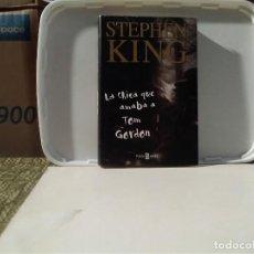 Libros de segunda mano: LA CHICA QUE AMABA A TOM GORDON STEPHEN KING TAPA DURA Y SOBRECUBIERTA. Lote 136772242