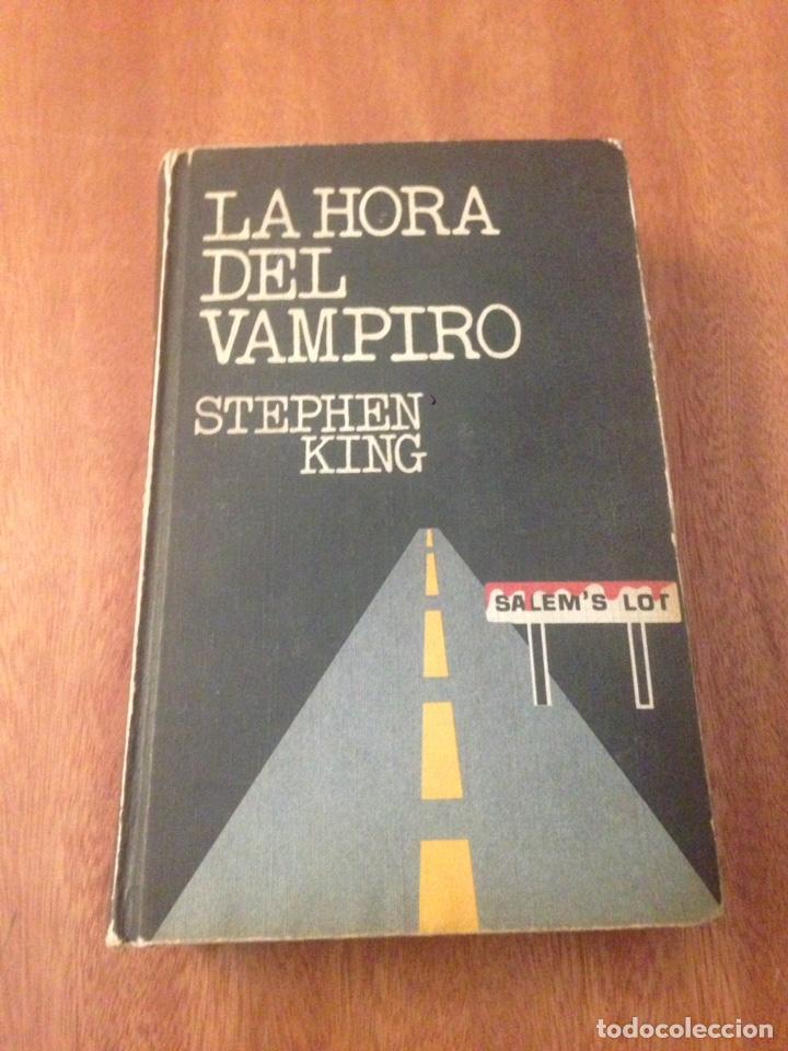 LA HORA DEL VAMPIRO (Libros de segunda mano (posteriores a 1936) - Literatura - Narrativa - Terror, Misterio y Policíaco)