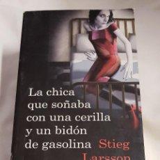 Libros de segunda mano: LA CHICA QUE SOÑABA CON UNA CERILLA Y UN BIDÓN DE GASOLINA - STIEG LARSSON - 2009. Lote 142163786