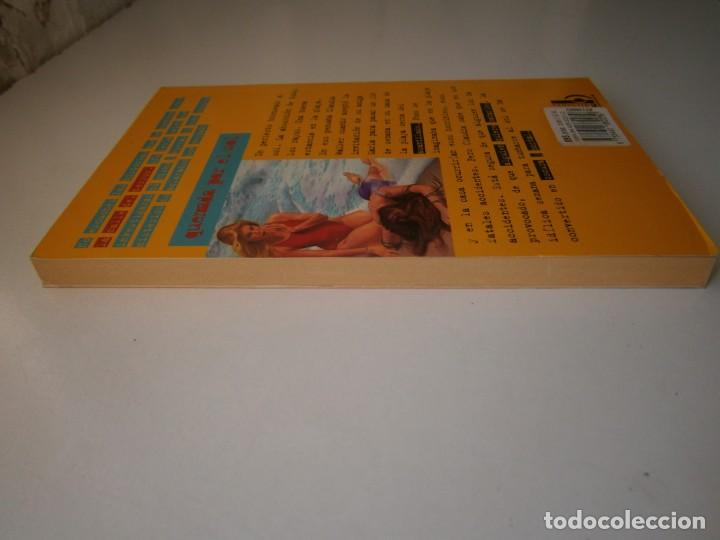 Libros de segunda mano: QUEMADA POR EL SOL R L STINE 1 edicion 1996 LA CALLE DEL TERROR - Foto 5 - 145277202