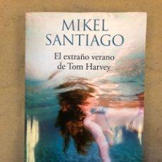Livres d'occasion: EL EXTRAÑO VERANO DE TOM HARVEY. MIKEL SANTIAGO. EDICIONES B 2017.. Lote 209092897