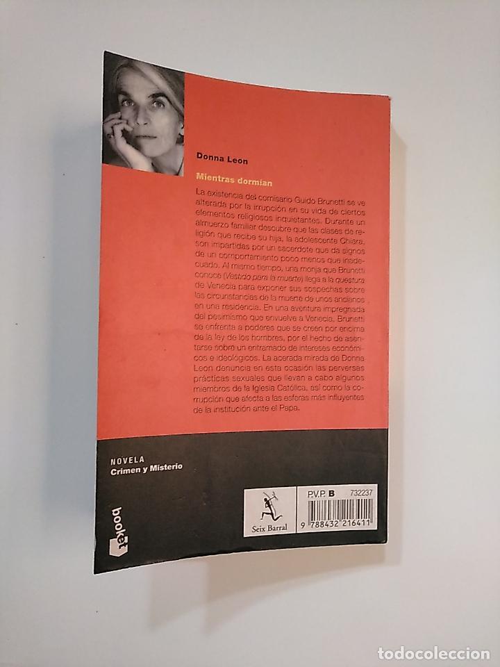 Libros de segunda mano: MIENTRAS DORMÍAN. DONNA LEON. TDK364 - Foto 2 - 151222874