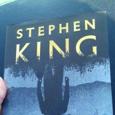 Libros de segunda mano: STEPHEN KING. EL VISITANTE. 2018. PLAZA Y JANES. Lote 152273208