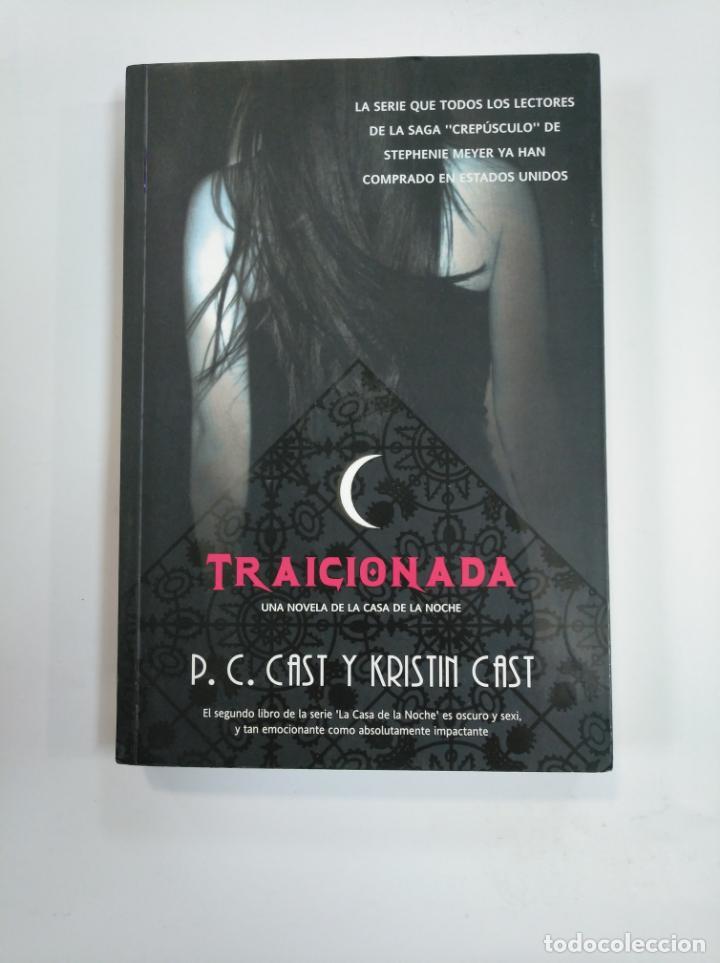 TRAICIONADA. - P. C. CAST Y KRISTIN CAST. LA CASA DE LA NOCHE Nº 2. TDK382 (Libros de segunda mano (posteriores a 1936) - Literatura - Narrativa - Terror, Misterio y Policíaco)