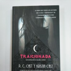 Libros de segunda mano: TRAICIONADA. - P. C. CAST Y KRISTIN CAST. LA CASA DE LA NOCHE Nº 2. TDK382. Lote 159483434