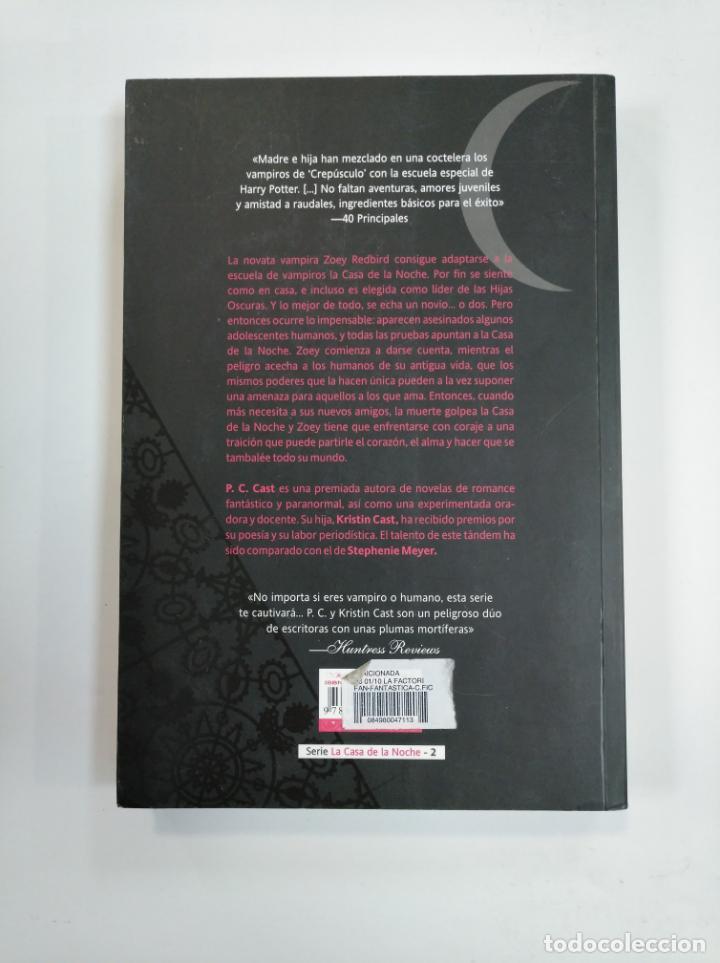 Libros de segunda mano: TRAICIONADA. - P. C. CAST Y KRISTIN CAST. LA CASA DE LA NOCHE Nº 2. TDK382 - Foto 2 - 159483434