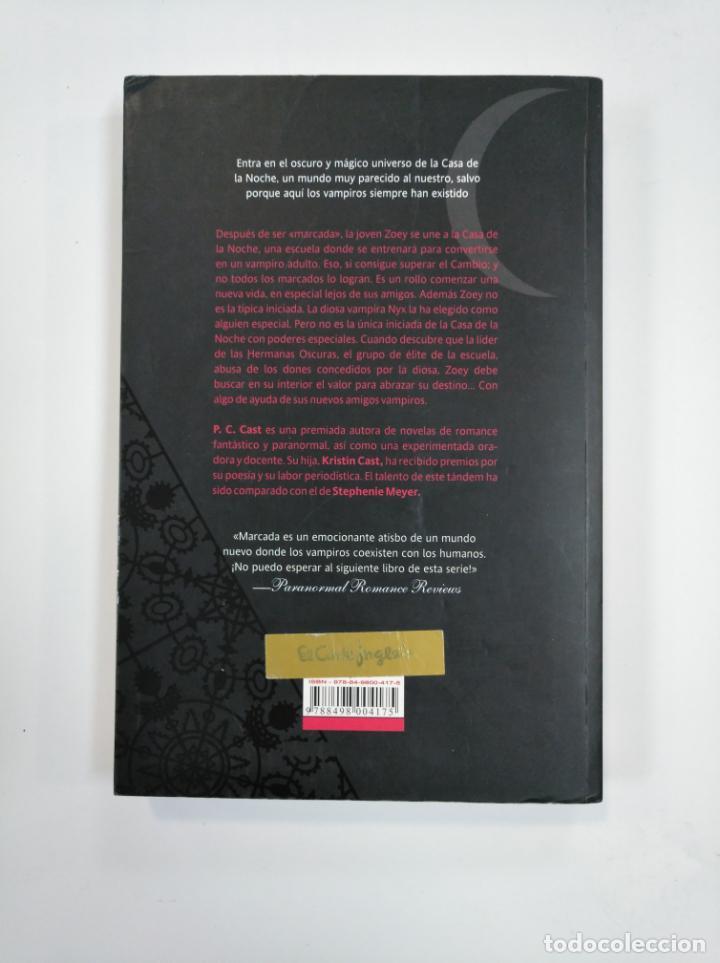 Libros de segunda mano: MARCADA. - P. C. CAST Y KRISTIN CAST. LA CASA DE LA NOCHE Nº 1. TDK381 - Foto 2 - 159495270