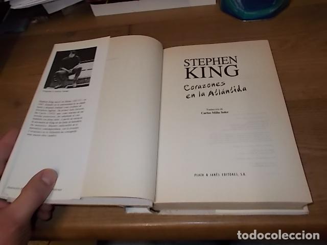 Libros de segunda mano: STEPHEN KING. CORAZONES EN LA ATLÁNTIDA. PLAZA & JANÉS. 1ª EDICIÓN 1999. EXCELENTE EJEMPLAR. FOTOS. - Foto 2 - 160073994