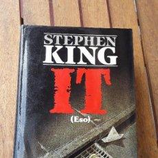 Libros de segunda mano: IT, DE STEPHEN KING. MAGNIFICO EJEMPLAR. 1.ª ED., OCTUBRE 1987. VER FOTOS.. Lote 216731245