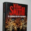 Libros de segunda mano: EL LEOPARDO CAZA EN LA OSCURIDAD. SMITH WILBUR. 1987. Lote 160373142