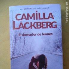 Libros de segunda mano: CAMILLA LÄCKBERG - EL DOMADOR DE LEONES. Lote 177703559