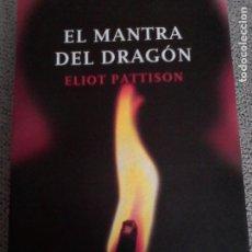 Libros de segunda mano: ELOT PATTISON: EL MANTRA DEL DRAGÓN. ( PREMIO EDGAR A LA MEJOR 1ª NOVELA ). Lote 181032046