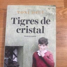Libros de segunda mano: TIGRES DE CRISTAL TONI HILL. Lote 183914607