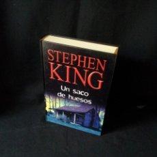 Libros de segunda mano: STEPHEN KING - UN SACO DE HUESOS - RBA EDITORES 2003. Lote 189171768