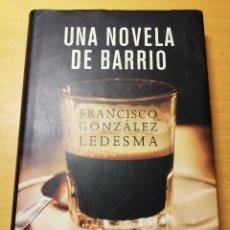 Libros de segunda mano: UNA NOVELA DE BARRIO (FRANCISCO GONZÁLEZ LEDESMA). Lote 191937716
