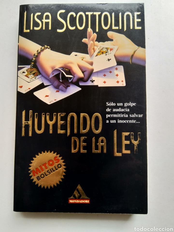 HUYENDO DE LA LEY/LISA SCOTTOLINE (Libros de segunda mano (posteriores a 1936) - Literatura - Narrativa - Terror, Misterio y Policíaco)