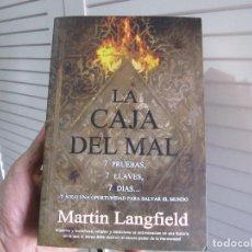 Libros de segunda mano: LA CAJA DEL MAL/MARTIN LANGFIELD. Lote 195967057