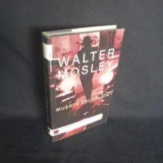 Libros de segunda mano: WALTER MOSLEY - MUERTE ESCARLATA - ROCAEDITORIAL 2005. Lote 202844990
