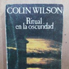 Libros de segunda mano: RITUAL EN LA OSCURIDAD - COLIN WILSON. Lote 204151193
