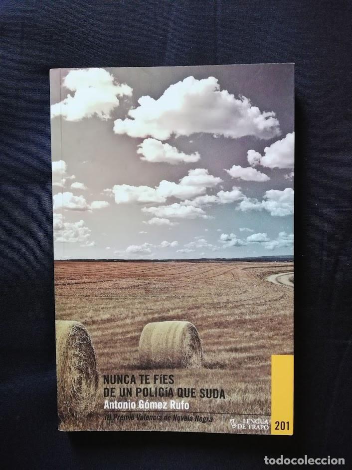 NUNCA TE FIES DE UN POLICIA QUE SUDA - ANTONIO GÓMEZ RUFO (Libros de segunda mano (posteriores a 1936) - Literatura - Narrativa - Terror, Misterio y Policíaco)