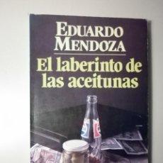 Libros de segunda mano: MENDOZA, EDUARDO - EL LABERINTO DE LAS ACEITUNAS - SEIX BARRAL 1982 - 1ª ED.. Lote 295692273