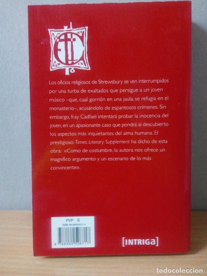 Libros de segunda mano: LOTE DE 17 LIBROS DE EL MONJE DETECTIVE DE ELLIS PETERS - Foto 17 - 216902673