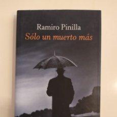 Libros de segunda mano: SÓLO UN MUERTO MÁS - RAMIRO PINILLA - CÍRCULO DE LECTORES, 2009. Lote 220103052