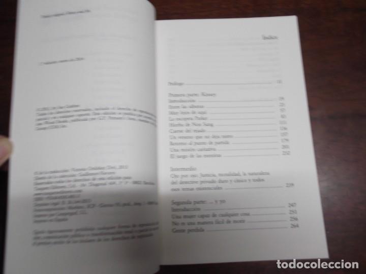 Libros de segunda mano: 2 Libros de Sue Grafton (Kinsey y yo y V de venganza) - Foto 3 - 221280142